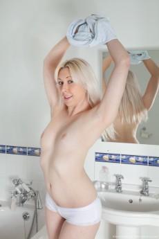 AlisonColins_ShowerScene_020