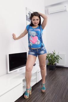 AngelicaSnow_BlueTeddyDenumShorts_010