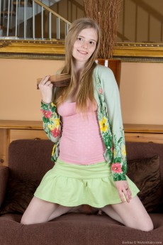 Evelina_GreenSweater_003