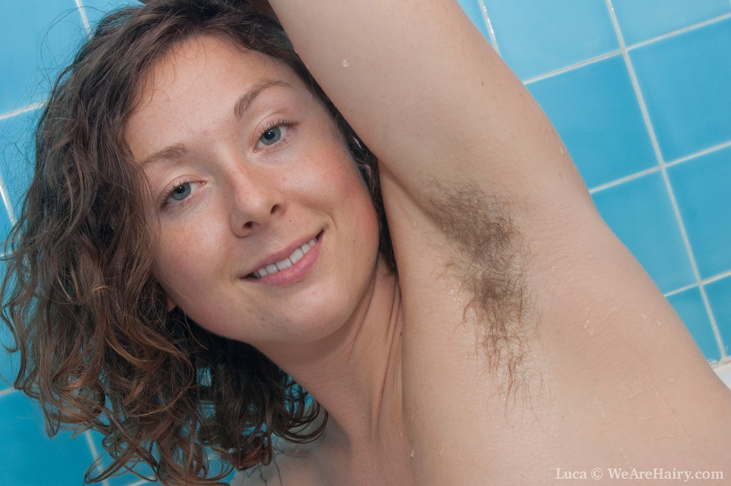 WeAreHairy Beauty Luca Soaks her Fur in the Bath