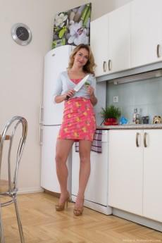 Melisa_KitchenStriptease_006