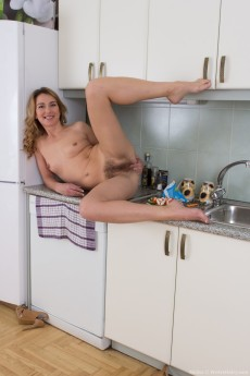 Melisa_KitchenStriptease_092