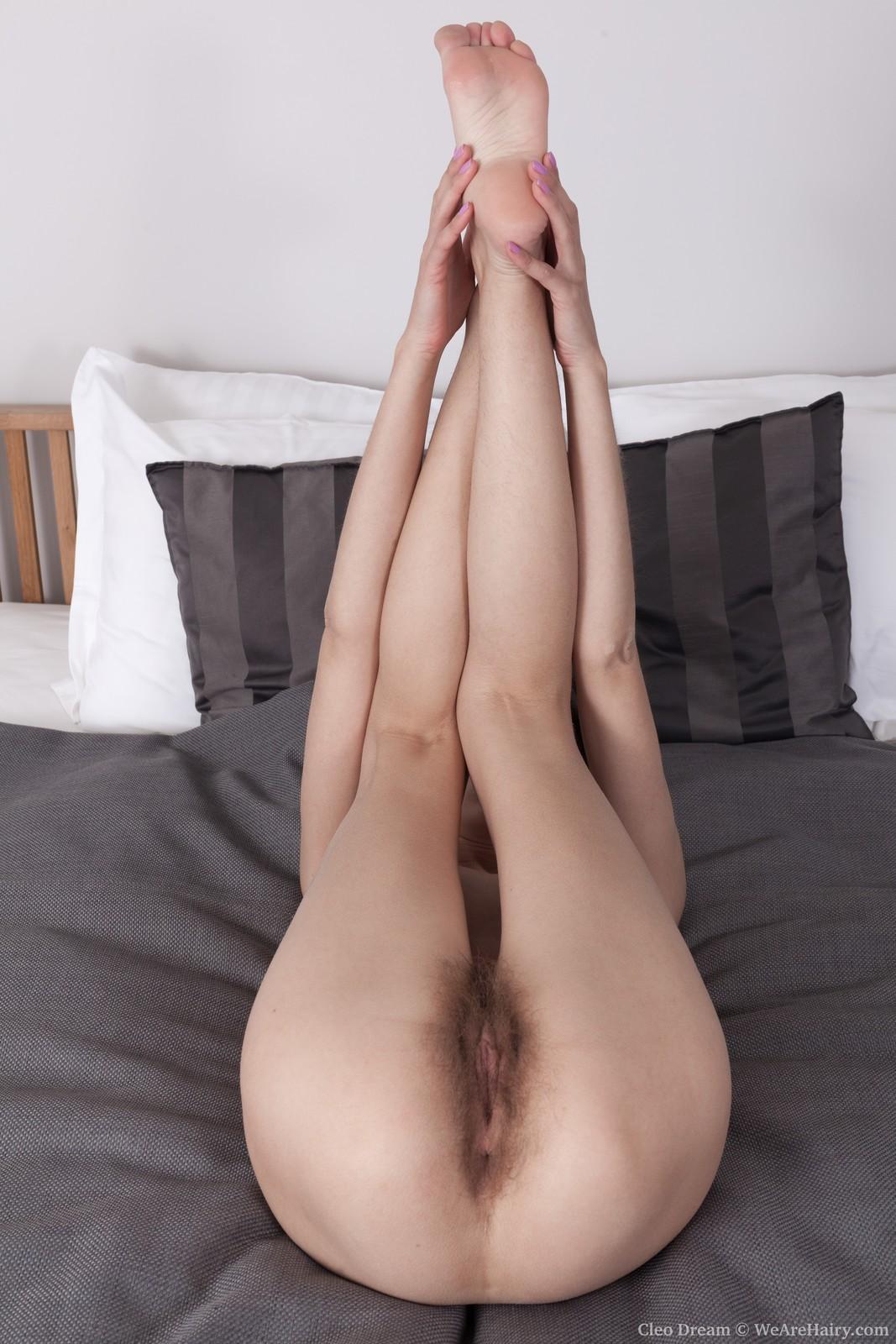 cleo-dream-slides-off-her-black-lingerie-in-bed13.jpg