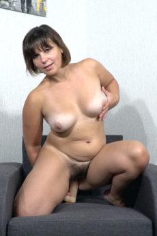Ellariya Rose masturbates with a dildo on her sofa