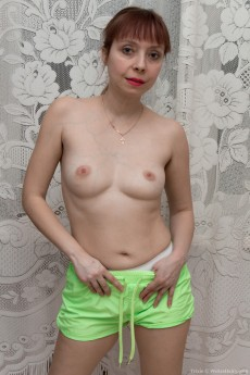 wpid-a-sporty-trixie-strips-naked-after-stretching3.jpg