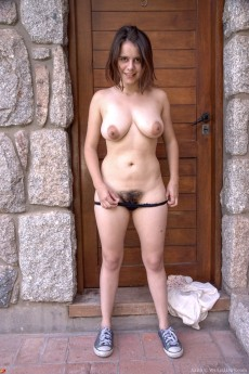 wpid-akito-strips-naked-outdoors-in-her-local-village7.jpg