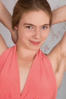 wpid-alice-wonder-strips-and-shows-off-her-hairy-body3.jpg