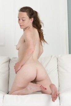 wpid-ana-molly-strips-naked-by-her-new-white-sofa12.jpg