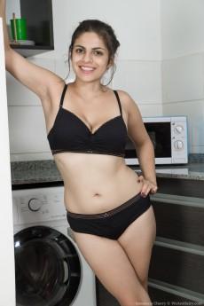 wpid-anastasia-cherry-enjoys-stripping-in-kitchen4.jpg