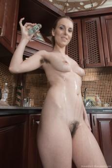 wpid-donatella-strips-and-oils-up-her-hairy-body12.jpg