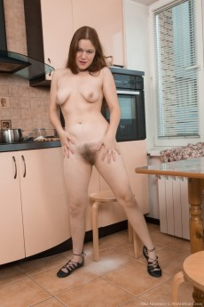 wpid-elsa-hanemer-strips-naked-in-kitchen-after-tea15.jpg
