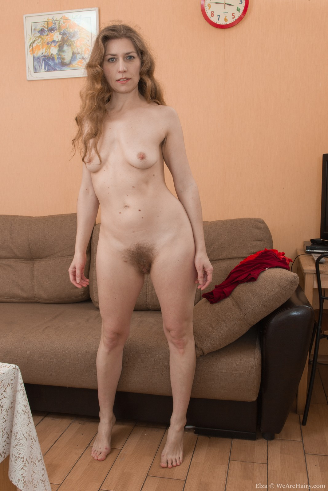Lisa carry strips and shows off her natural body 8