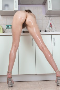 wpid-halmia-strips-naked-and-uses-hair-dryer-to-dry-off13.jpg