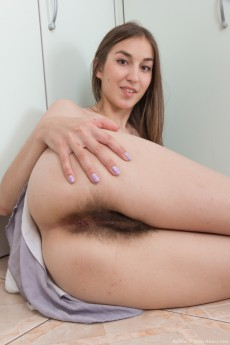 wpid-halmia-strips-naked-and-uses-hair-dryer-to-dry-off9.jpg