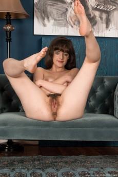 wpid-kate-anne-strips-naked-on-her-new-sofa9.jpg