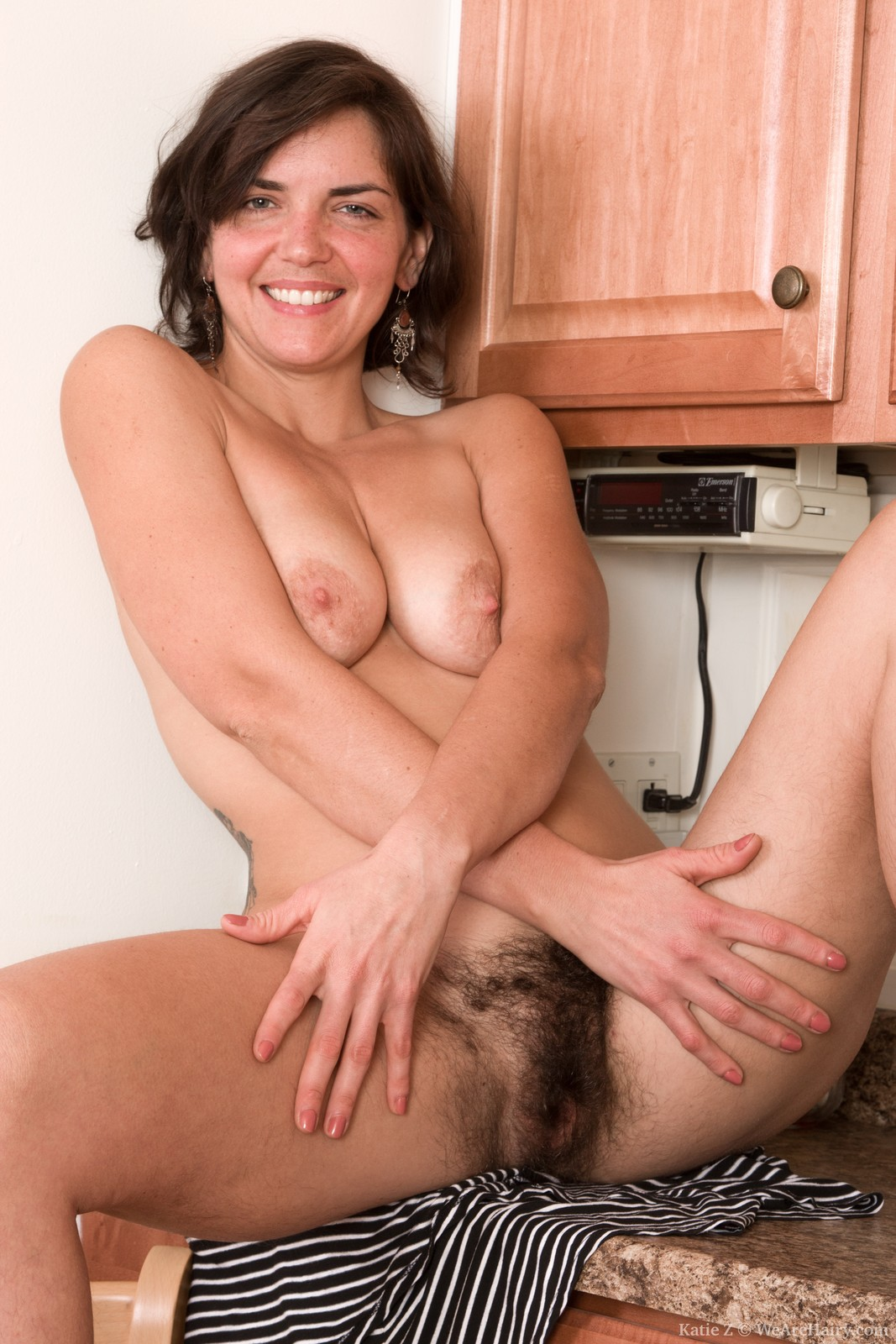 wpid-katie-z-strips-naked-in-the-kitchen-for-all13.jpg
