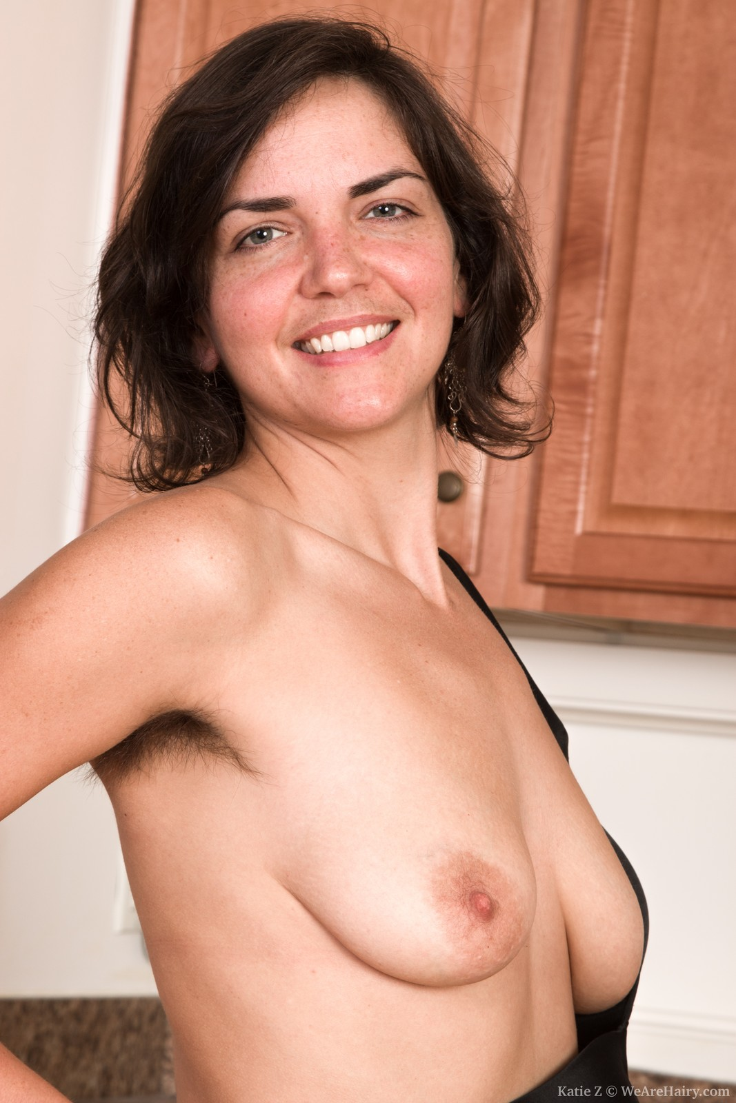 wpid-katie-z-strips-naked-in-the-kitchen-for-all9.jpg