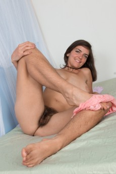 wpid-katie-z-strips-naked-on-her-bed-alone11.jpg