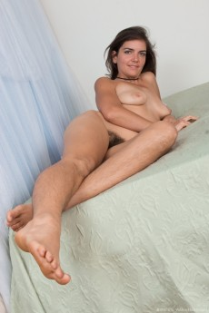 wpid-katie-z-strips-naked-on-her-bed-alone16.jpg