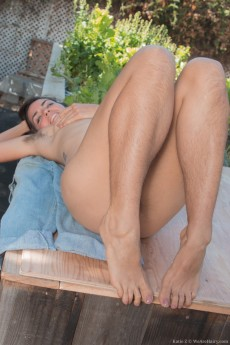 wpid-katie-z-strips-naked-outdoors-showing-her-body14.jpg