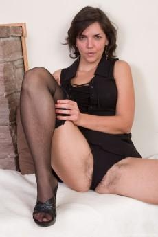 wpid-katie-z-undresses-from-her-black-dress-in-bed4.jpg