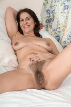 wpid-kaysy-gets-naked-and-sexy-in-her-bedroom12.jpg