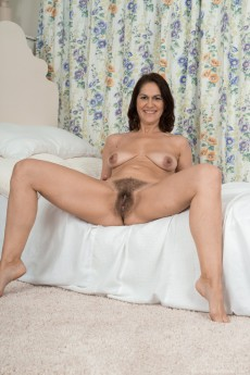 wpid-kaysy-gets-naked-and-sexy-in-her-bedroom13.jpg