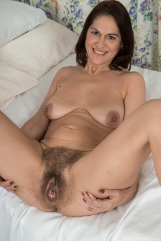 wpid-kaysy-gets-naked-and-sexy-in-her-bedroom15.jpg