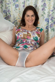 wpid-kaysy-gets-naked-and-sexy-in-her-bedroom3.jpg