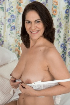 wpid-kaysy-gets-naked-and-sexy-in-her-bedroom9.jpg