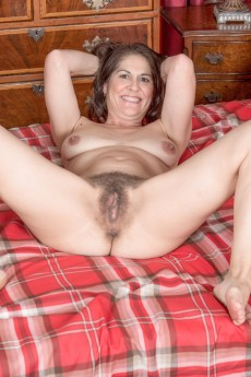 wpid-kaysy-strips-naked-in-her-red-plaid-bedroom13.jpg