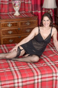 wpid-kaysy-strips-naked-in-her-red-plaid-bedroom4.jpg