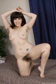 wpid-laying-on-her-bed-leaves-simone-naked-and-frisky-16.jpg