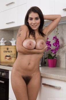 wpid-mischel-lee-shows-her-bush-in-the-kitchen16.jpg