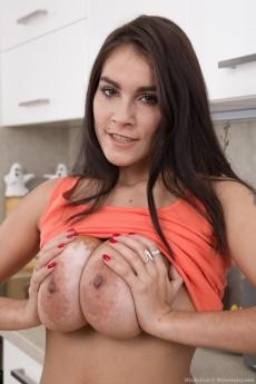 wpid-mischel-lee-shows-her-bush-in-the-kitchen6.jpg