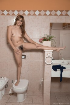 wpid-olivia-poses-naked-by-toilet-with-a-surprise9.jpg