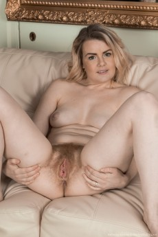 wpid-rebecca-louise-strips-naked-on-her-couch15.jpg