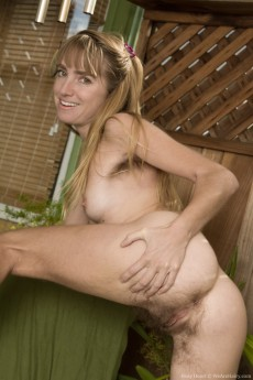 wpid-rosy-heart-is-gardening-but-stripping-naked-too16.jpg