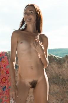 wpid-scarlett-nika-strips-naked-outdoors-to-enjoy-sun7.jpg