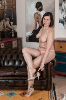 wpid-sharlyn-strips-naked-on-her-leather-couch10.jpg
