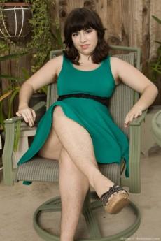 wpid-simone-strips-naked-in-her-outdoor-garden-nicely-3.jpg