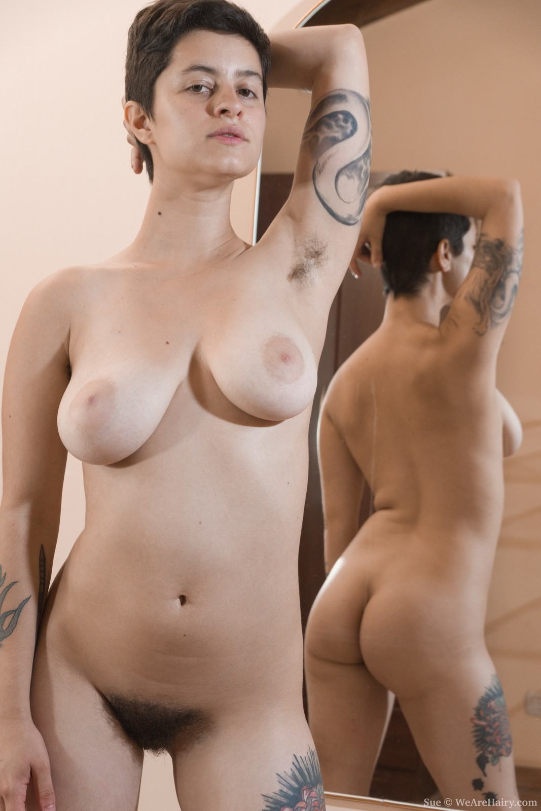 wpid-sue-poses-naked-and-strips-in-front-of-a-mirror6.jpg