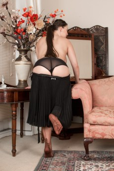 wpid-the-classy-cherry-blush-strips-naked-on-her-chair7.jpg