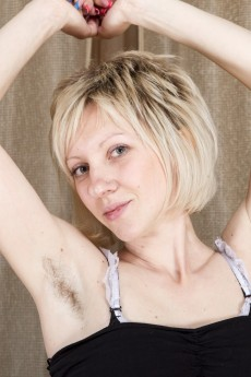 wpid-the-russian-blonde-sandy-may-is-exotic-and-hairy2.jpg