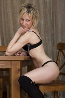 wpid-the-russian-blonde-sandy-may-is-exotic-and-hairy4.jpg
