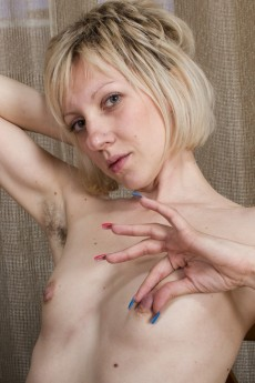 wpid-the-russian-blonde-sandy-may-is-exotic-and-hairy6.jpg