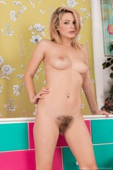 wpid-vanessa-scott-strips-naked-in-her-pink-heels16.jpg