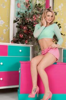 wpid-vanessa-scott-strips-naked-in-her-pink-heels2.jpg