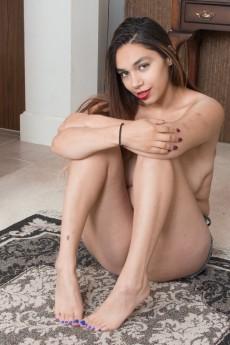 wpid-victoria-marie-strips-naked-on-her-rug8.jpg