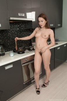 wpid-yana-cey-strips-and-cooks-naked-while-showing-body5.jpg